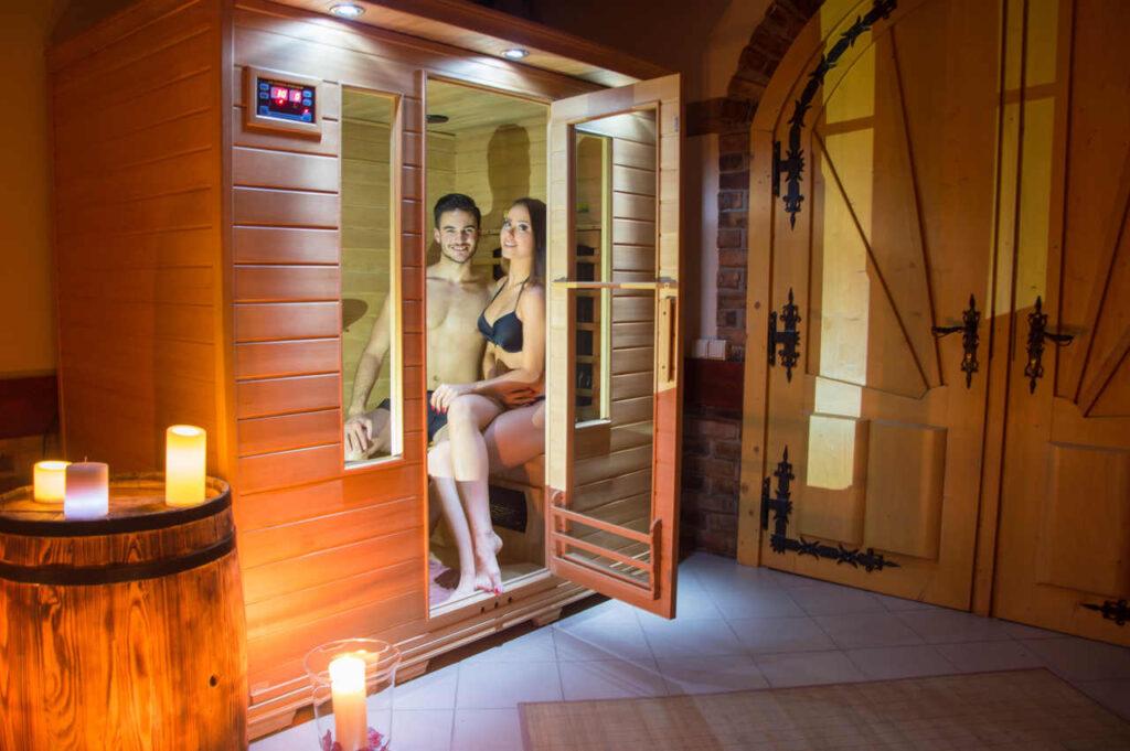 seans w saunie przed mleczna kapiela